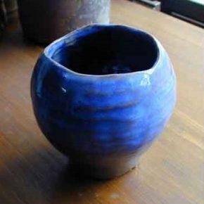 波青青い波がでてくる陶器