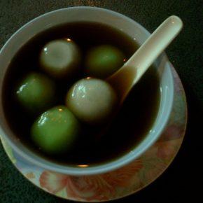信じられない程優しい美味しさ 生姜湯ごま団子