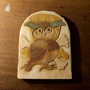 フクロウの彫刻