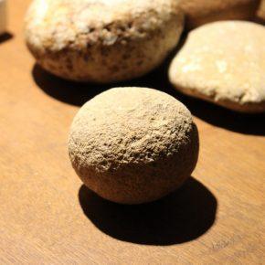 手取川上流のポットホールの石