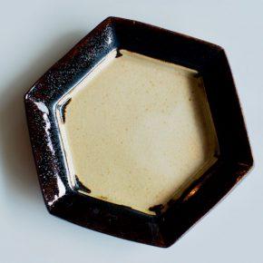 素朴で優しい六角形のうつわ